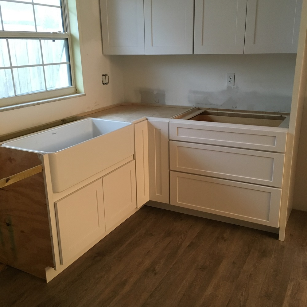 White Shaker Cabinets and Farmhouse Sink