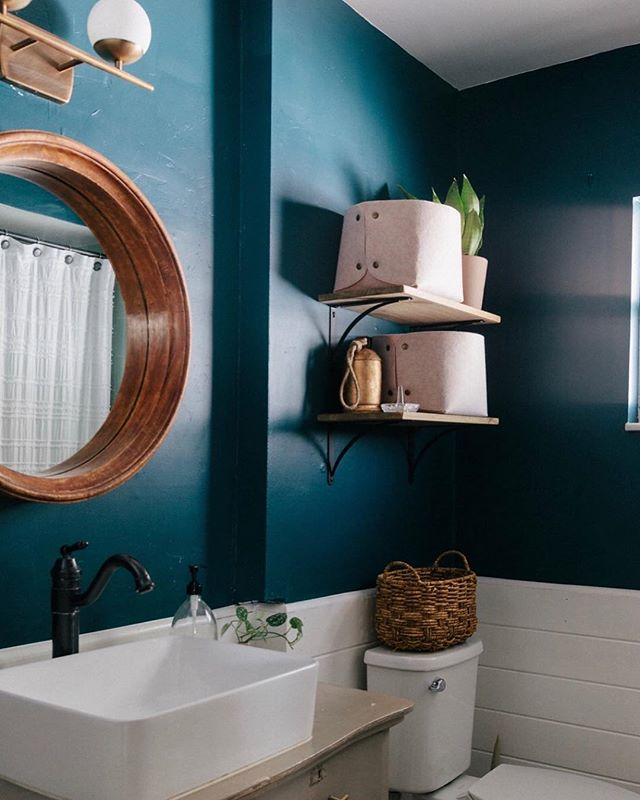 Still not over this color or this moody guest bathroom! 📷: @sarahjoellephotography #studiogaspo #tourainereno #benjaminmooredarkharbor #cljsquad #orlandointeriordesign #smmakelifebeautiful #abmathome #bathroomreno #bathroomremodel #orlandoreno #interiordesign #houzz #theeverygirlathome #bathroomdesign #guestbathroom #midcenturydesign #currenthomeview #homesweethome #ivydesigners
