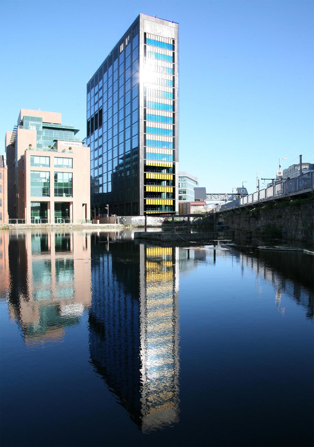 Montevetro-Google-EU-HQ-Canal-End.jpg