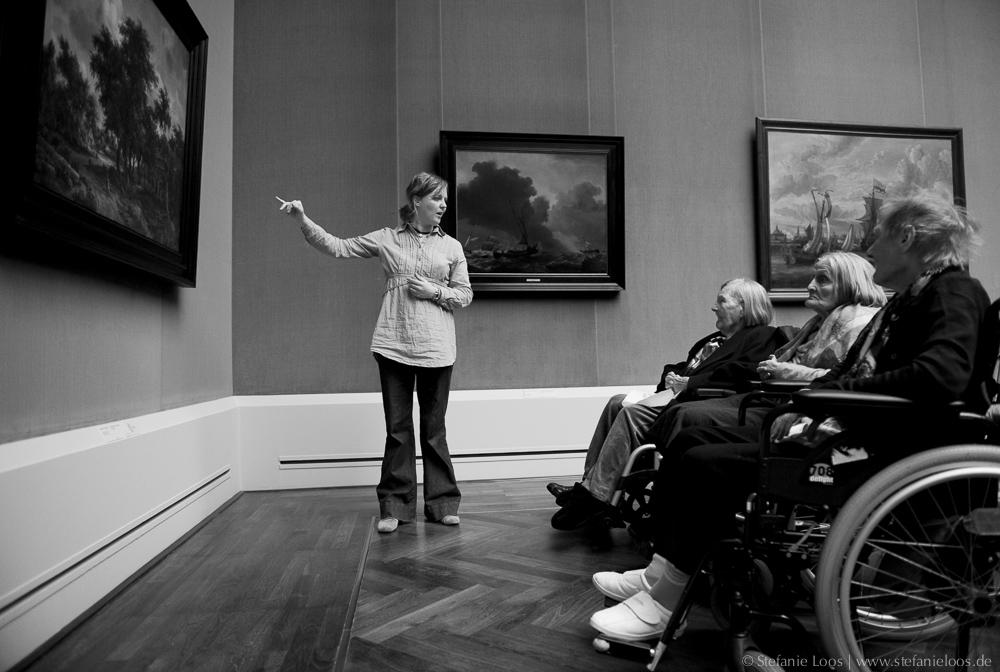 Alzheimerpatienten im Museum