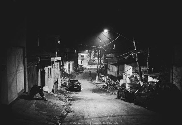 Favela in the suburbs of Sao Paolo . . . . . Foto: @stefanie_loos . . .  #photojournalism #fotokombinat #stefanieloos #stefanieloosfotografie  #brasil #elenao #brasilien #elections #everydaybrasil #everydayeverywhere #eleições2018 #saopaulo #brazil #nikon #nikondeutschland