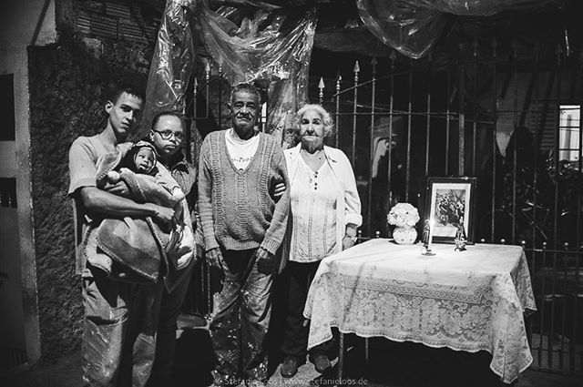 I hope today the Brazilians decide against populism and the simple solutions. . Three generations of a family in a suburb of São Paulo . Foto: @stefanie_loos #photojournalism #fotokombinat #stefanieloos #stefanieloosfotografie  #brasil #elenao #brasilien #elections #everydaybrasil #everydayeverywhere #eleições2018 #saopaulo #brazil #savebraziliandemocracy