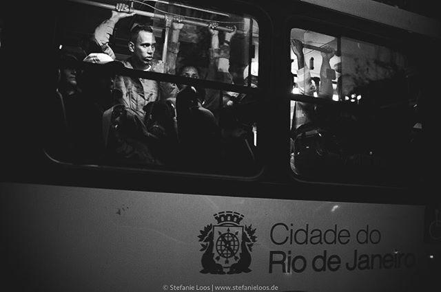 Rio de Janeiro . . . .  Foto: @stefanie_loos . . .  #photojournalism #fotokombinat #stefanieloos #stefanieloosfotografie  #brasil #elenao #brasilien #elections #everydaybrasil #everydayeverywhere #riodejaneiro #brazil #savebraziliandemocracy #womenphotograph #nikon #nikondeutschland