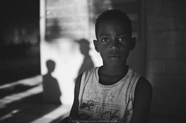 Schoolboy in the outskirts of Sao Paulo, Brazil . . . .  Foto: @stefanie_loos . . .  #photojournalism #fotokombinat #stefanieloos #stefanieloosfotografie  #brasil #elenao #brasilien #everydaybrasil #everydayeverywhere #brazil #savebraziliandemocracy #womenphotograph #saopaulo #nikon #nikondeutschland