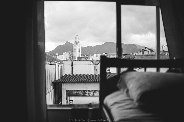 Rio de Janeiro, view from Morro da Providência . . . .  Foto: @stefanie_loos . . .  #photojournalism #fotokombinat #stefanieloos #stefanieloosfotografie  #brasil #elenao #brasilien #everydaybrasil #everydayeverywhere #riodejaneiro #brazil #savebraziliandemocracy #womenphotograph #nikon #nikondeutschland