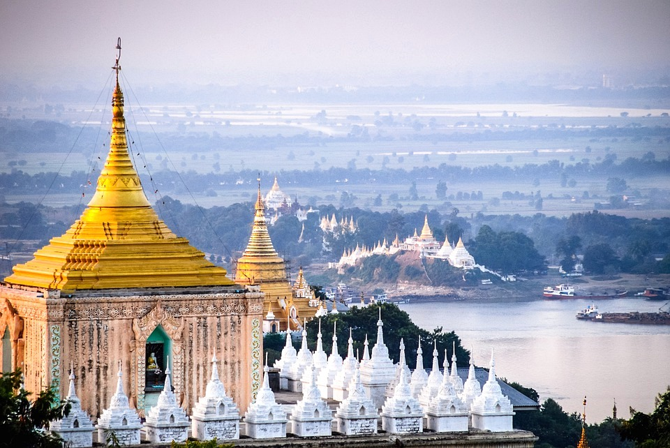 mandalay - While Mandalay is not one of Myanmar's most charming cities, the surroundings of Mandalay Hill and Amarapura are worthy reasons to visit the region.