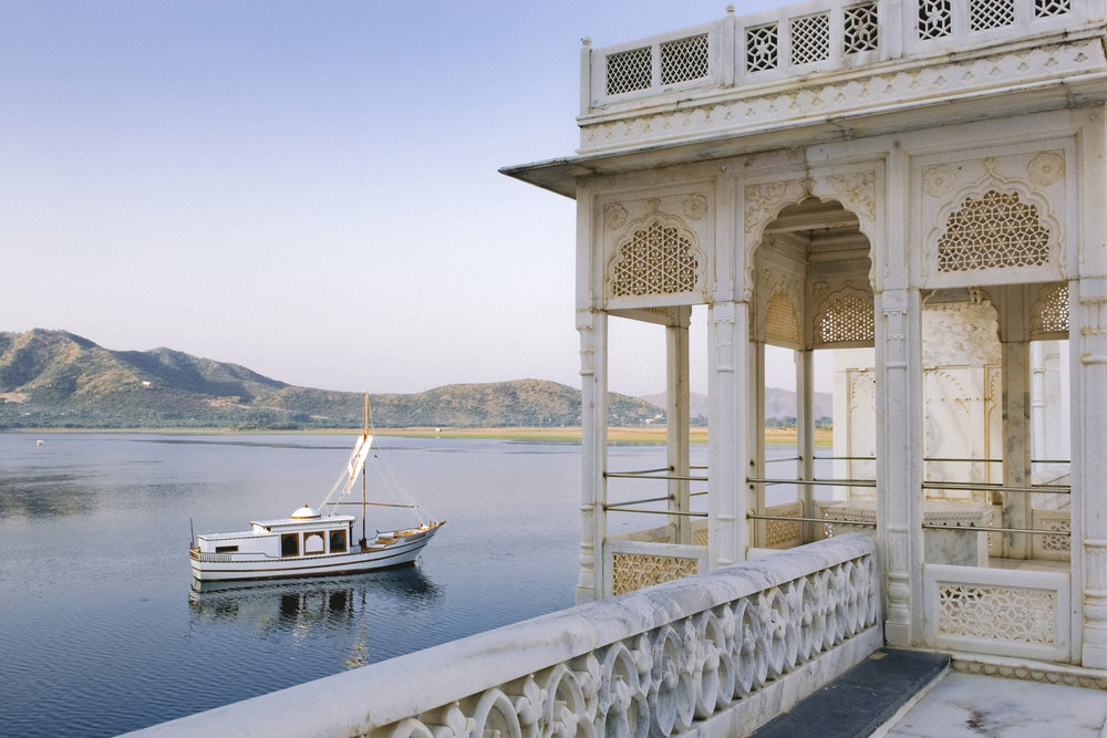 Udaipur - Dominated by the tranquility of Lake Pichola, Udaipur is a city of pure charm with dazzling palaces, temples, traditional residences and countless narrow streets. Ride a boat on the shimmering lake to experience the old-world feel of Rajasthan's gem.