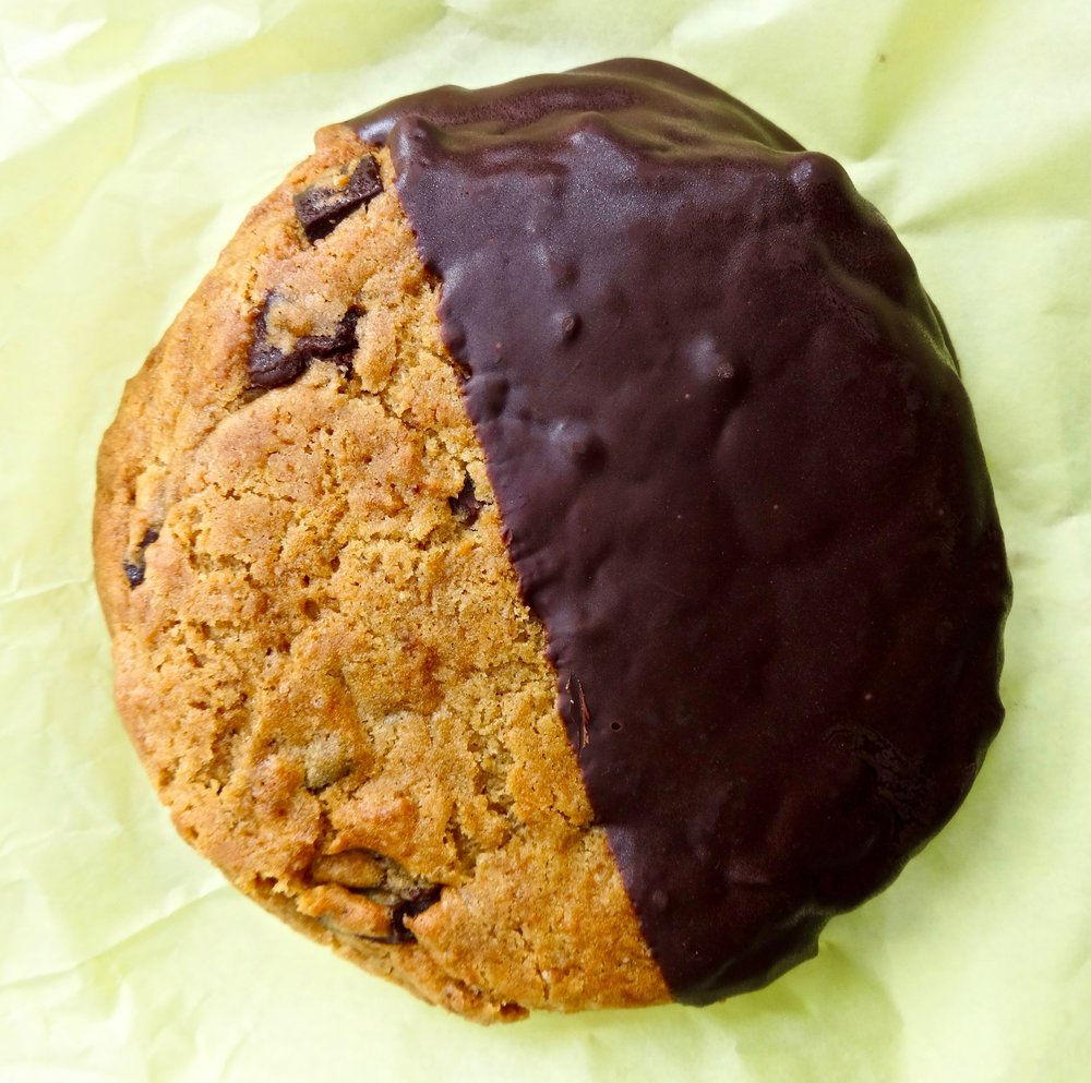 dipped chocolate chip cookie