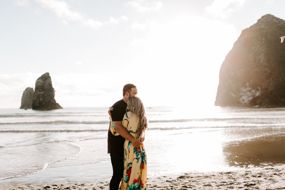 MADISONRYLEE_HANNAH+DAKOTA_CANNONBEACH_OREGONEngagement_0001.jpg