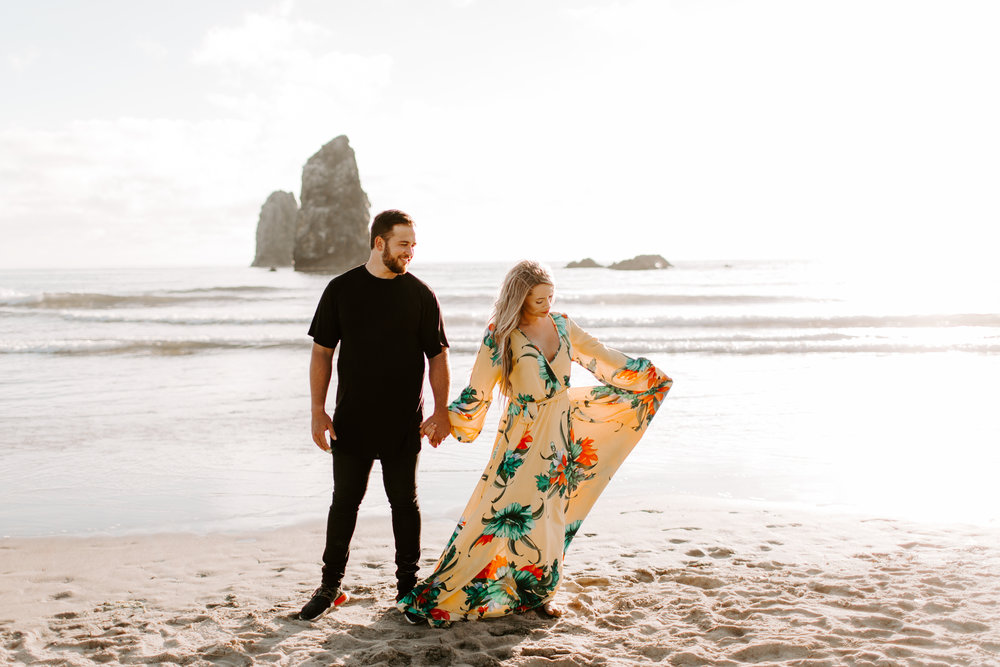 MADISONRYLEE_HANNAH+DAKOTA_CANNONBEACH_OREGONEngagement_0006.jpg