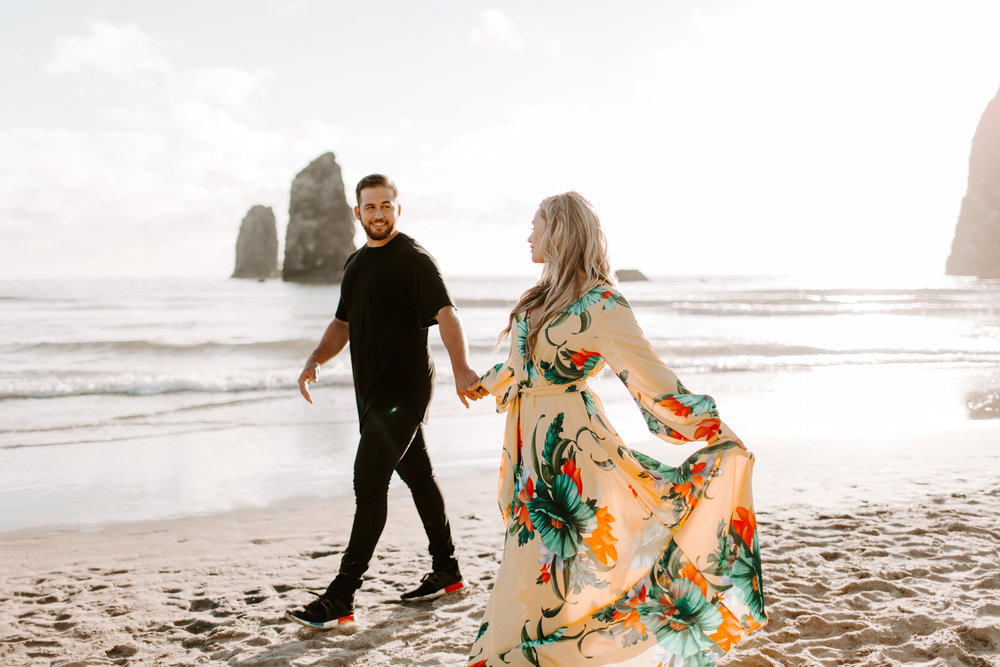 MADISONRYLEE_HANNAH+DAKOTA_CANNONBEACH_OREGONEngagement_0007.jpg