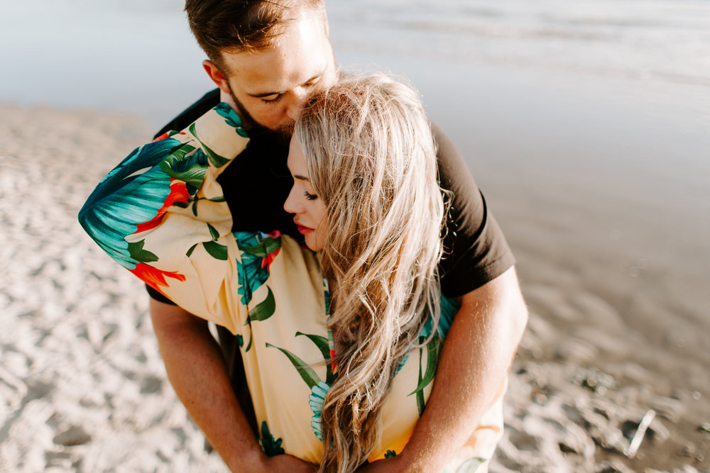 MADISONRYLEE_HANNAH+DAKOTA_CANNONBEACH_OREGONEngagement_0011.jpg
