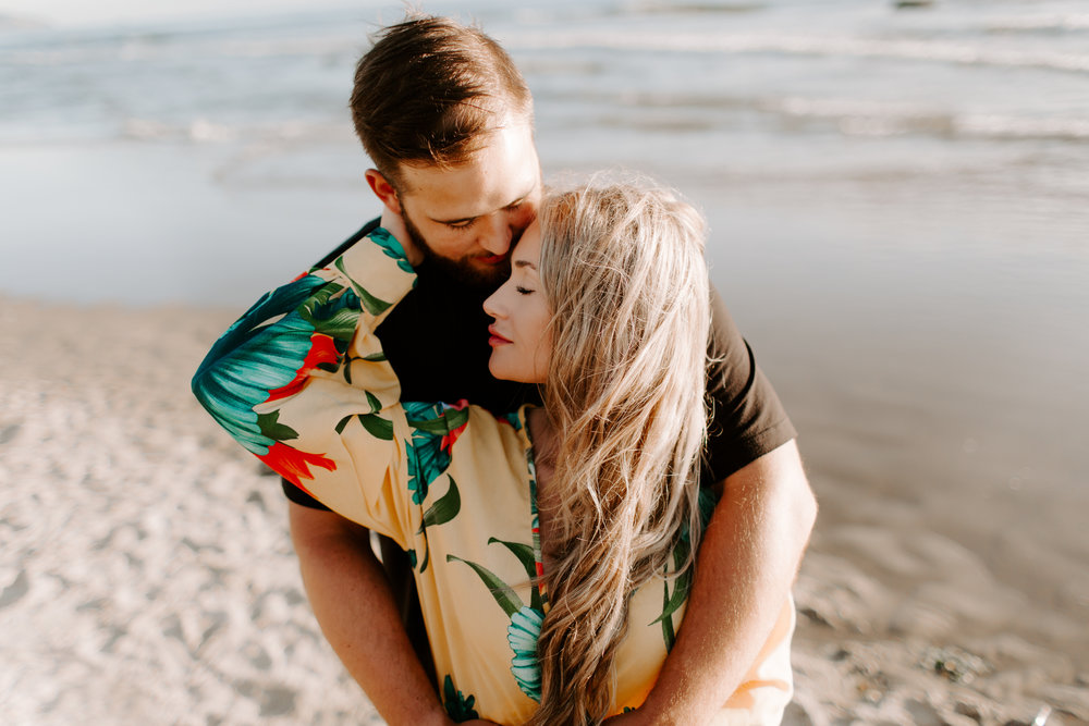 MADISONRYLEE_HANNAH+DAKOTA_CANNONBEACH_OREGONEngagement_0012.jpg