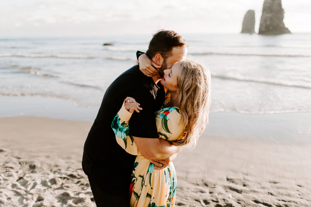 MADISONRYLEE_HANNAH+DAKOTA_CANNONBEACH_OREGONEngagement_0014.jpg