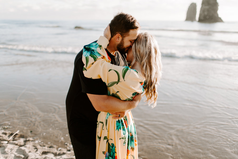 MADISONRYLEE_HANNAH+DAKOTA_CANNONBEACH_OREGONEngagement_0016.jpg