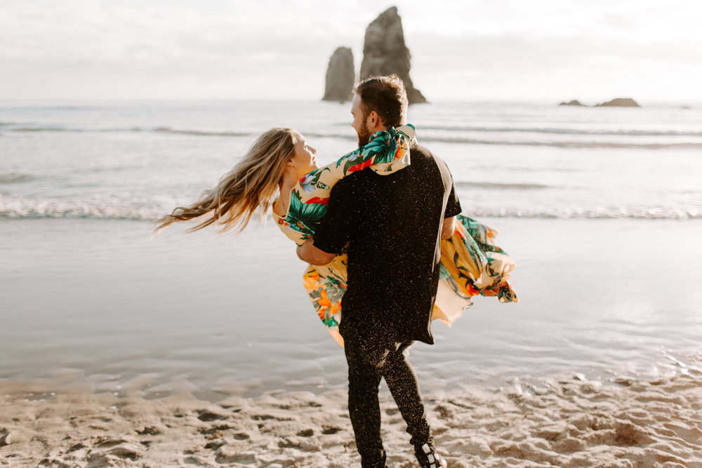 MADISONRYLEE_HANNAH+DAKOTA_CANNONBEACH_OREGONEngagement_0022.jpg