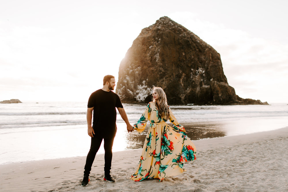 MADISONRYLEE_HANNAH+DAKOTA_CANNONBEACH_OREGONEngagement_0029.jpg