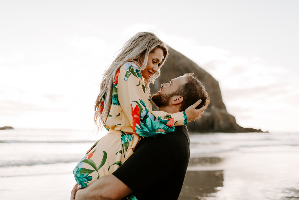 MADISONRYLEE_HANNAH+DAKOTA_CANNONBEACH_OREGONEngagement_0032.jpg