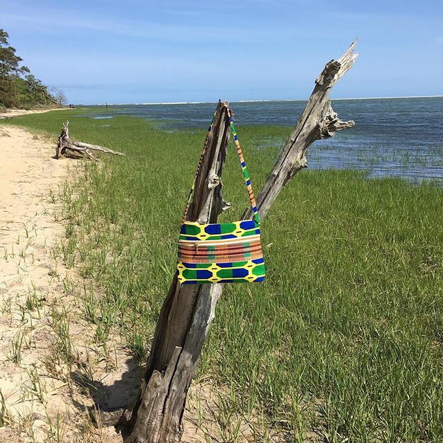 Perfect purse for Assateague Island 🌴 #fairtrade #fairtradebag #ghana #assateagueisland