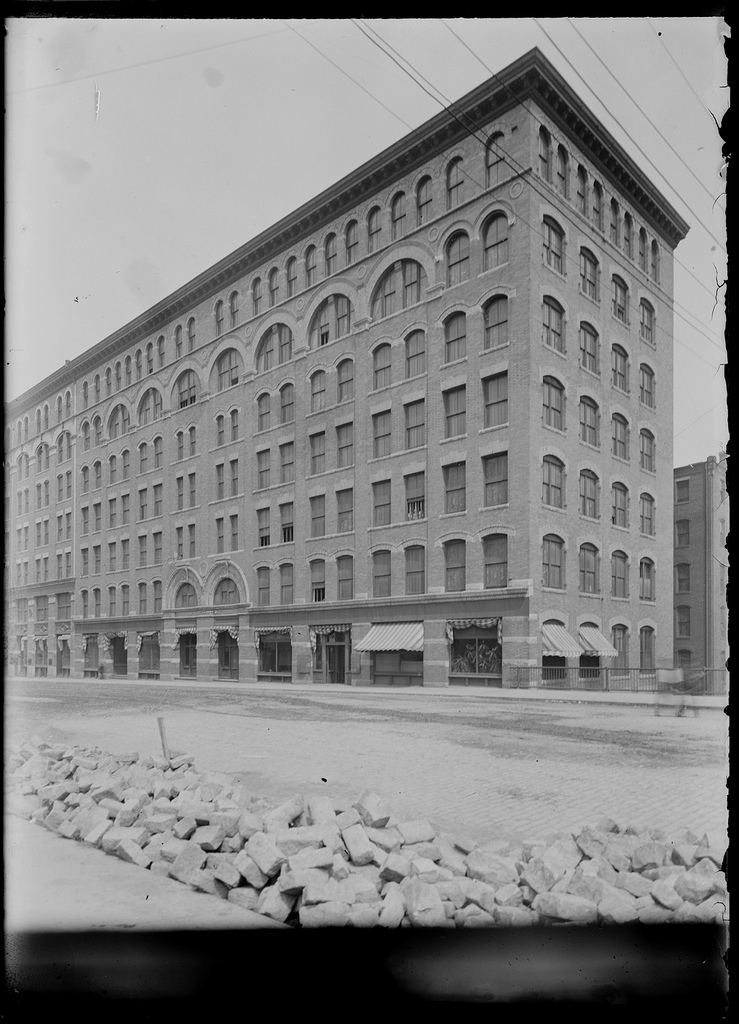300 Summer Street c. 1902-1907; Jeremiah Williams and Co., wool. Boston Wharf Co. Photo.  Boston Public Library collection
