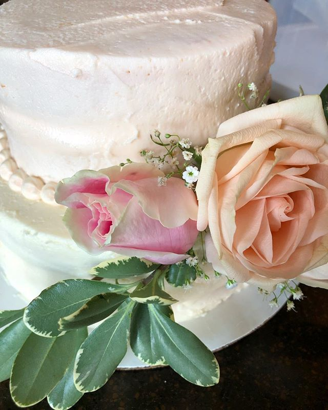 Detail shot from this lovely gluten free and vegan cake. 💗 Yes, it's true I am a lover of all things butter and gluten. But I hear and feel for those who have dietary restrictions. Asheville Cake and Events is here to help!