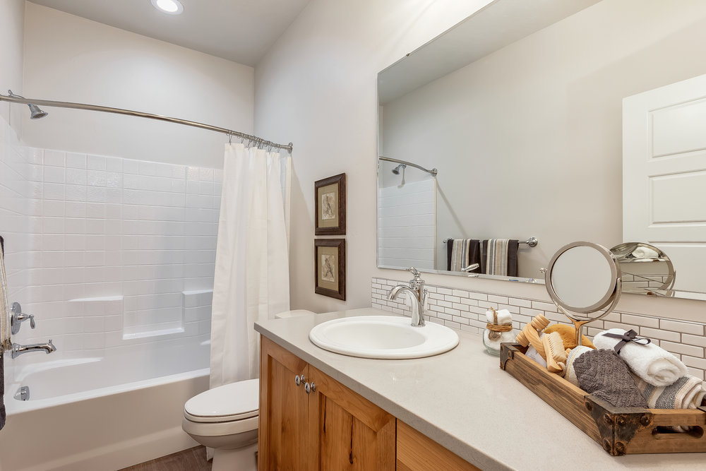 029_Bathroom .jpg
