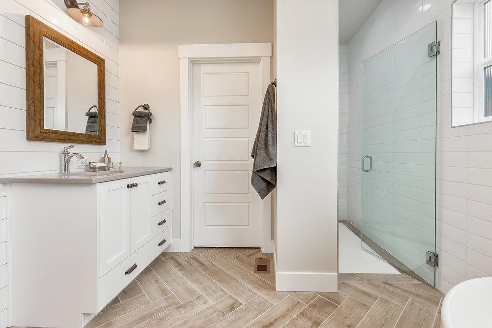 035_Master Bathroom .jpg