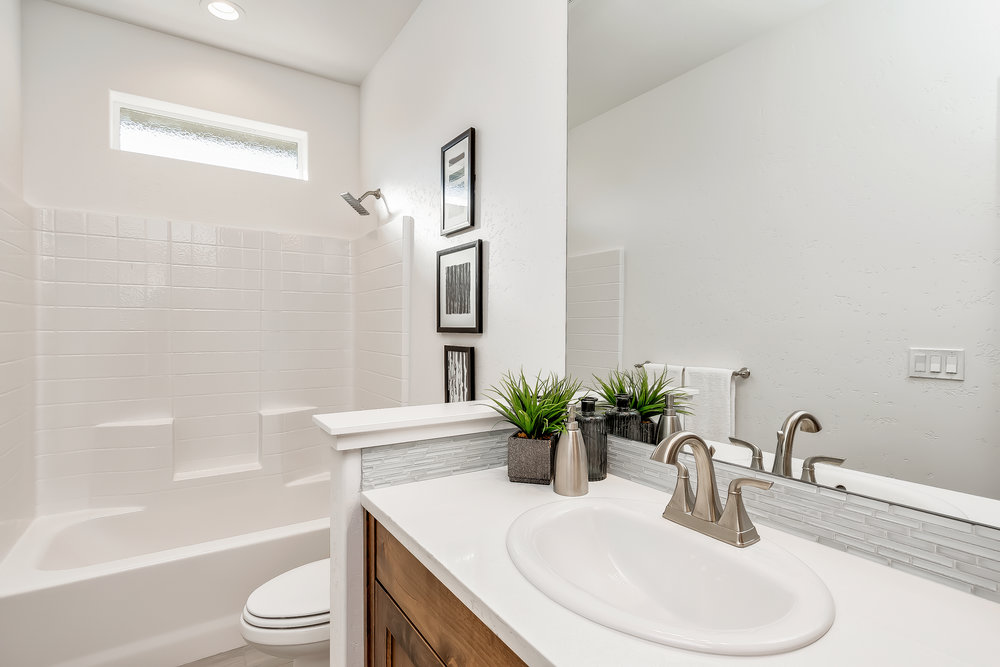 043_Bathroom .jpg