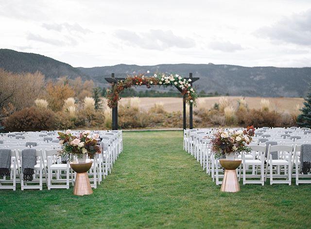 Colorado's natural beauty makes for some of the best ceremony backdrops we've ever seen. . . . photo credit: @alpandisle  #design #ido #rockymountainbride #mountainwedding #coloradobride #theknot #weddinginspo #luxurywedding #denverwedding #vailwedding #soloverly #mountainbride #destinationwedding #fineartwedding #revelandbloom #thatsdarling #loveauthentic #stylemepretty #aspenwedding #coloradoweddings #coloradoweddingplanner #heywildweddings #elopement #bride #futuremrs #weddinggoals #denverweddingplanner #instawedding #denverwedding #naturelovers