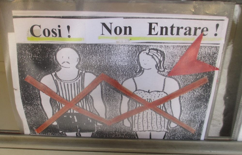 Etiquetteer observed this admonition against Sartorial Brevity at the Church of the Gesuiti in Venice in 2013.