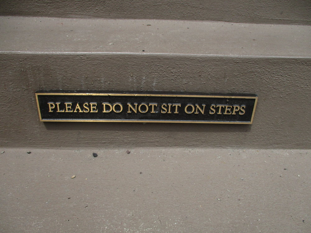A Perfectly Proper example of an instructional sign.