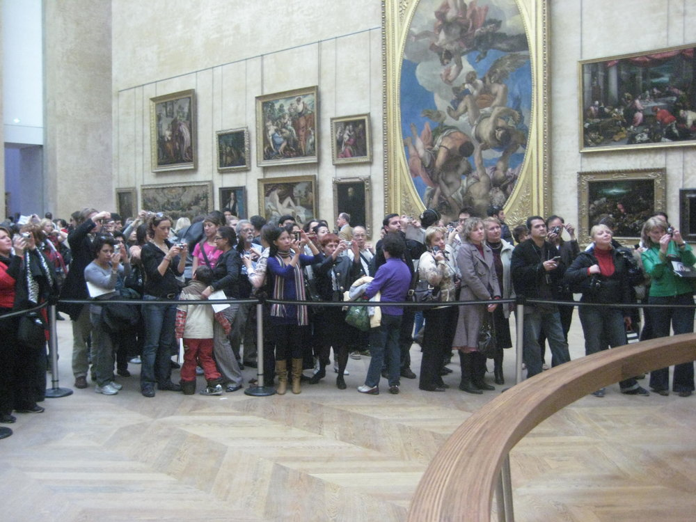Etiquetteer enjoyed watching crowds of art lovers at the Louvre seeing the Mona Lisa.