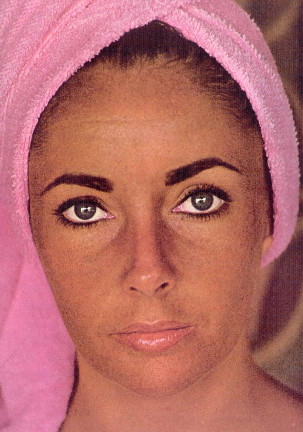 elizabeth-taylor-pink-towel.jpg
