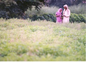 10_Farming_couple_in_Tulsi_Field__image_for_Tulsi_Sweet_Rose_