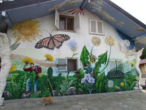 Damanhur wall.jpg