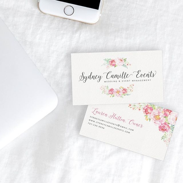 A little floral, a little elegance, and all the heart eyes! 😍😍😍 I'm so in love with how these business cards turned out. .  And @sydneycamilleevents was, as usual, such a dream to work with. She contacted me on Sunday and by Wednesday we'd created a new design and ordered her cards. 🙌  I love it when projects just come together!