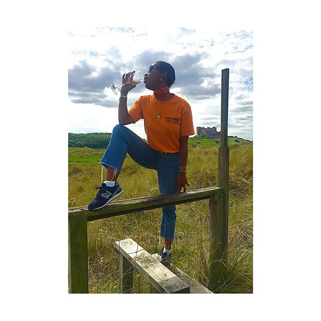 When convicts are on a day pass @kitty_su comes to the coast of England issa stile 🌿🌾 🥂🌾🌿#onthecoastwithkitty #stile #style@🇬🇧🏖🇬🇧 . . . . #city #countryside #issa #stile #onthecoastwithkitty #style #convict #newyorkcity #jail  #coast #beach #england #holiday #champagne #sea #sun #fun #love #friends #happiness