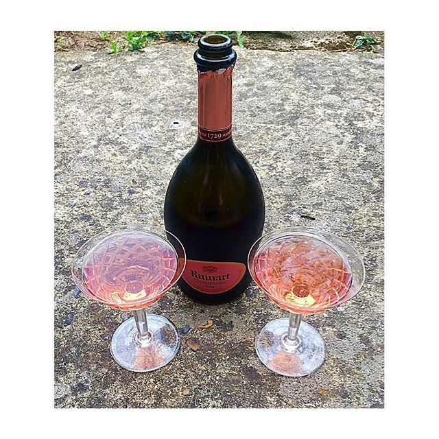 🍾Date night🍾 a quiet evening in the garden with my ❤️ and favourite 🥂💕champagne 💕🥂 @ruinart +16.07.18+ . . . #love #amour #laughter #soulmate #life #food #champagne #ruinart #rose #1920s #coupdechampagne #style