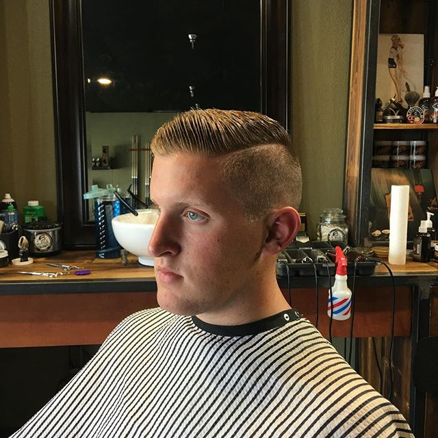 @caleb_reese14 thanks for coming in today brother. Nice kicking it with the new young up  and comers. Futures going to be just fine👊⚔️👊#hardpart #local #haircut #bryantbarbershop #cleancut #barber #barbershopconnect #barbershop #barbergang#barberlove #standardmanbarbershop #hairstyles #hairstyle