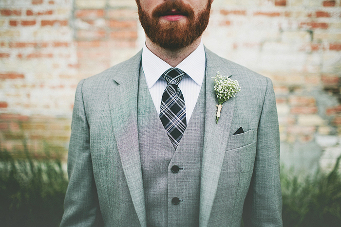 groom, fitted suit, skinny tie, baby's breath, calgary wedding photographer, lethbridge wedding photographer