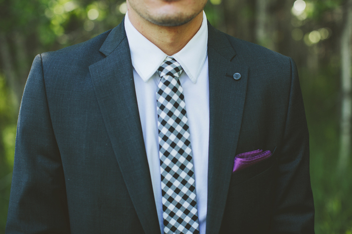 calgary wedding photographer, shawnessy barn wedding, groomsman, skinny tie