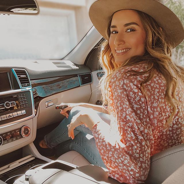 Longingly waiting for road trips & those summer nights💫 @barca121 Let's go somewhere! ps. I'll drive! Xoxo #karinayvettestyle