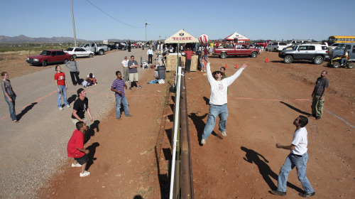 mexandthecity :     M&TC:   Americans and Mexicans playing volleyball over the border