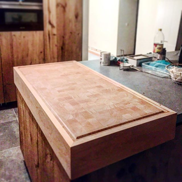 One custommade beech endgrain cuttingblock monster! #n14 #awesomefurniture #endgraincuttingboard  #custommadekitchen