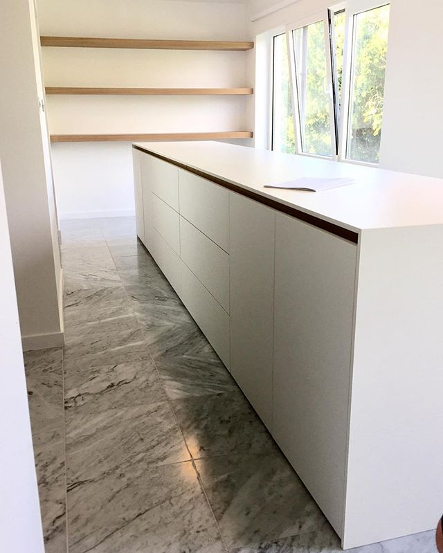 How about a 4meter long dressoir with some oak shelves! #n14 #awesomefurniture #volkern #white #oak #decolegno design by @nathaliemeiresonne