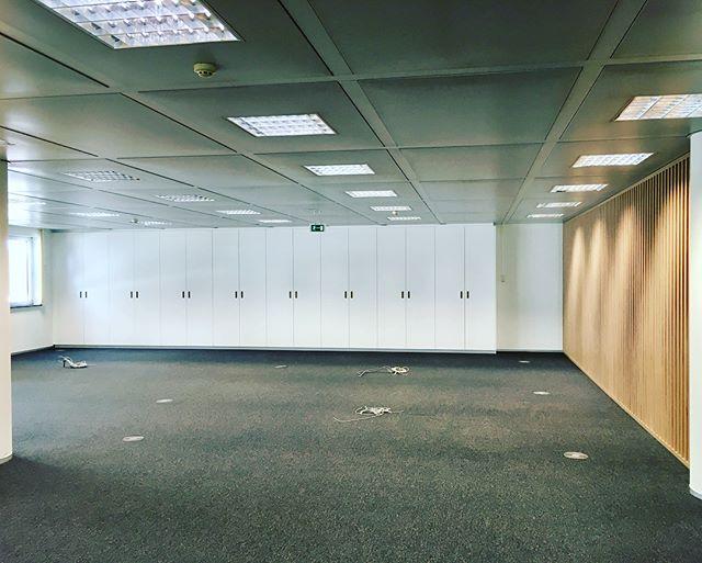 Uppershelf: maatwerk van de bovenste plank, ook voor kantoren. #thisiswhatwedo #woods #n14 #toonbaar #toondesomer