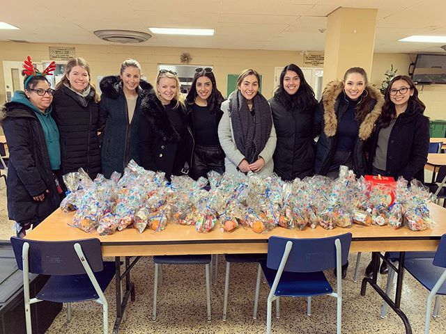 This year for our STA Gives Back tradition, we are proud to be supporting The Scott Mission- an organization committed to providing practical, emotional and spiritual support to low-income, homeless and vulnerable families & youth in Toronto. We hope our treat bags will help put a smile on some faces this holiday season!💞@tsmtoronto #statoday #stagivesback