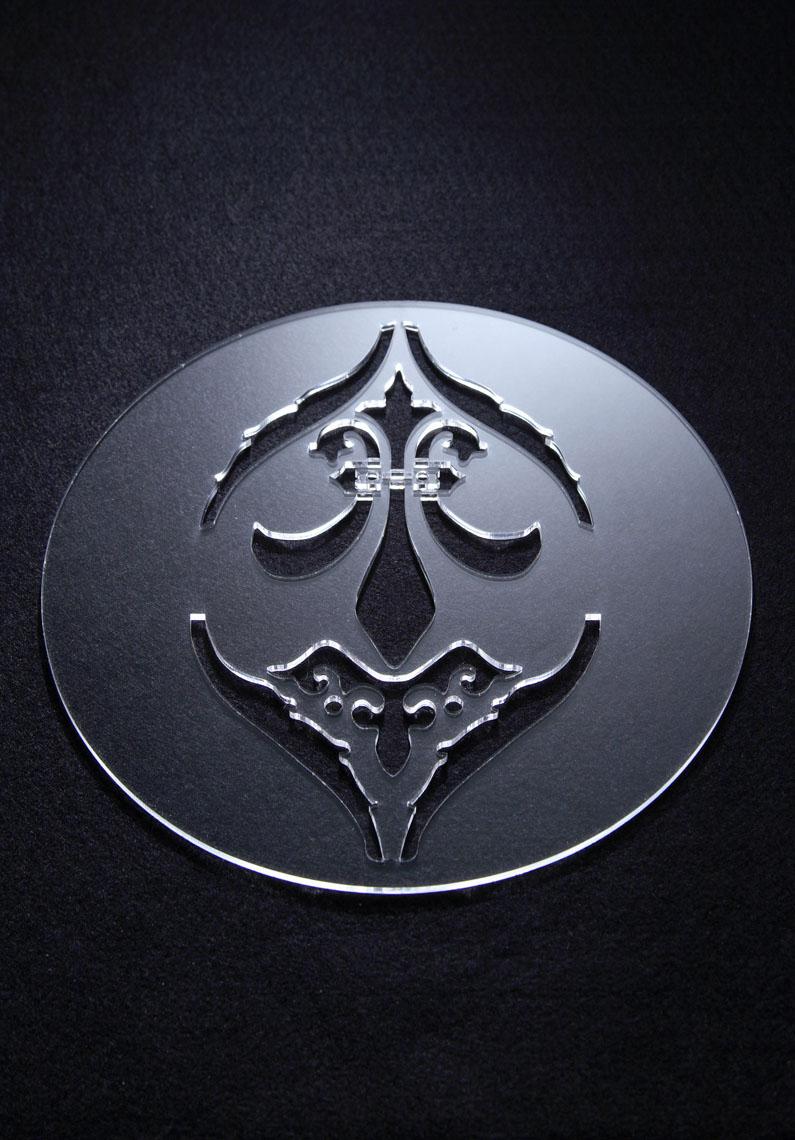 Nouvel Empire  Emmanuel Gallina Sottopentola. Il taglio crea decori del passato su un materiale moderno.