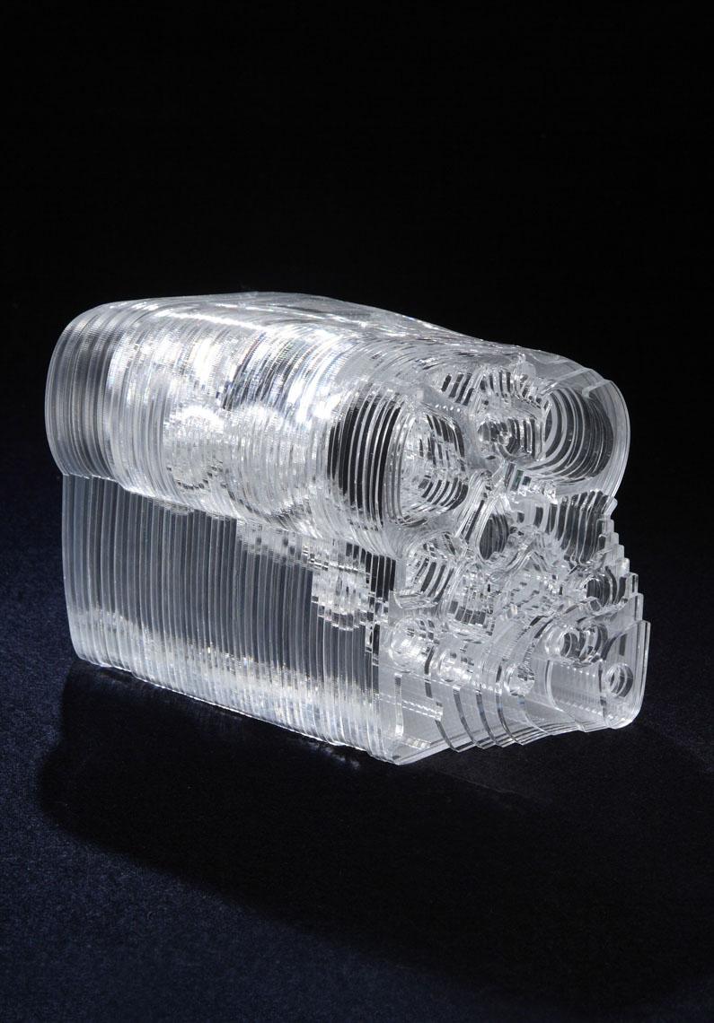 """SliceAndCut  Jo Meesters & Willem Derks Ispirato al tessuto vegetale e ai muffin lievitati, la nostra idea è di creare uno sgabello fatto di fette di """"fibra di sgabello"""" bidimensionali per ricreare uno sgabello tridimensionale. Lo sgabello viene fatto di 61 profili di muffin tagliati usando carta modelli. Assemblati insieme formano una rappresentazione tridimensionale di uno sgabello."""