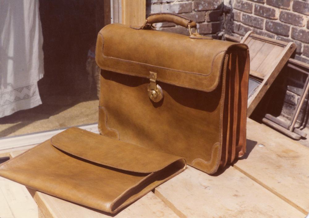briefcase_1.jpg
